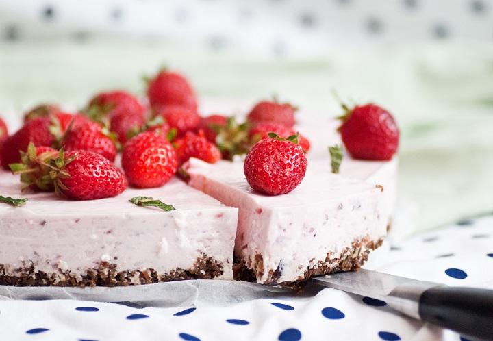 Gezonde kwarktaart met aardbeien